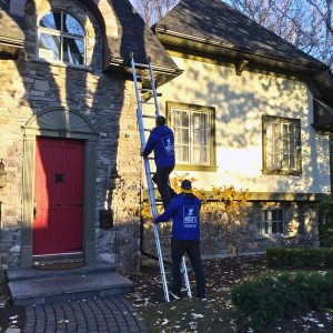NICK'S Window Cleaning technicians cleaning eavestroughing