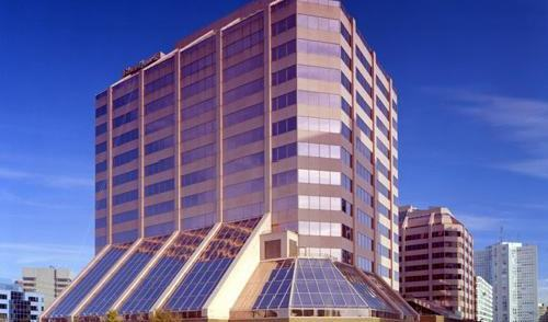 office building in mississauga after commercial window cleaning services, the building looks to be glowing it is so clean