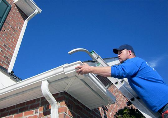 gutter repair technician replacing the corner of an eavestrough