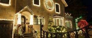 toronto home with fabulous christmas light display