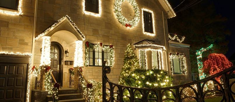 toronto home with fabulous christmas light display